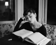 woman_read1_mazoni