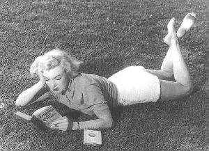 woman_read4_mazoni